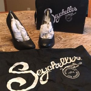 Black Seychelles heels